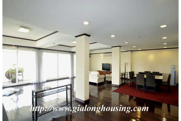 Luxury 3 bedroom apartment for rent in Xuan Dieu street,lake view 1