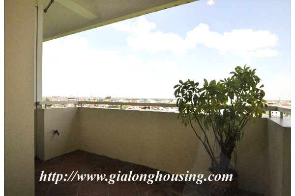 Luxury 3 bedroom apartment for rent in Xuan Dieu street,lake view 11
