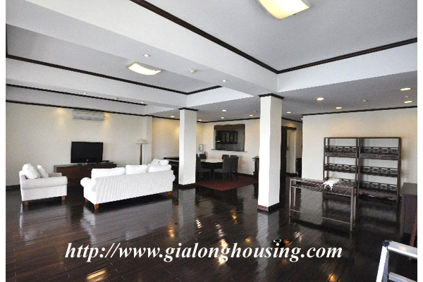 Luxury 3 bedroom apartment for rent in Xuan Dieu street,lake view 2