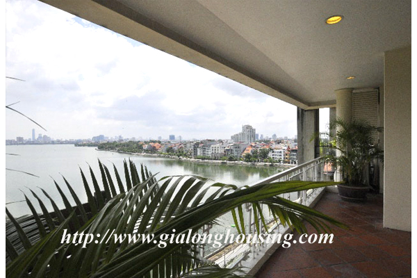 Luxury 3 bedroom apartment for rent in Xuan Dieu street,lake view 3
