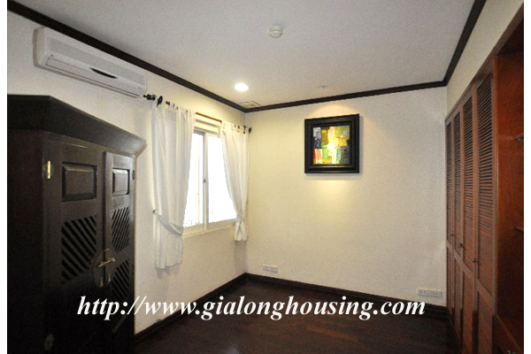 Luxury 3 bedroom apartment for rent in Xuan Dieu street,lake view 8