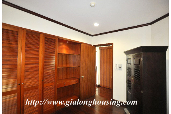 Luxury 3 bedroom apartment for rent in Xuan Dieu street,lake view 9