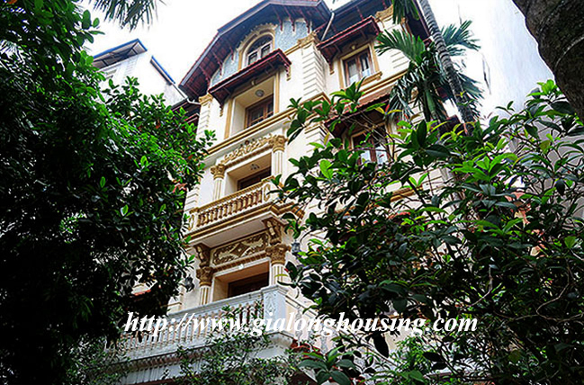 Very big unfurnished villa for rent in To Ngoc Van main road 1