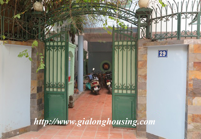 Garden house with 2,5 floor for rent in Doi Can 1