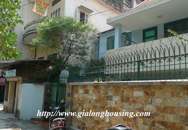 Garden house with 2,5 floor for rent in Doi Can 3