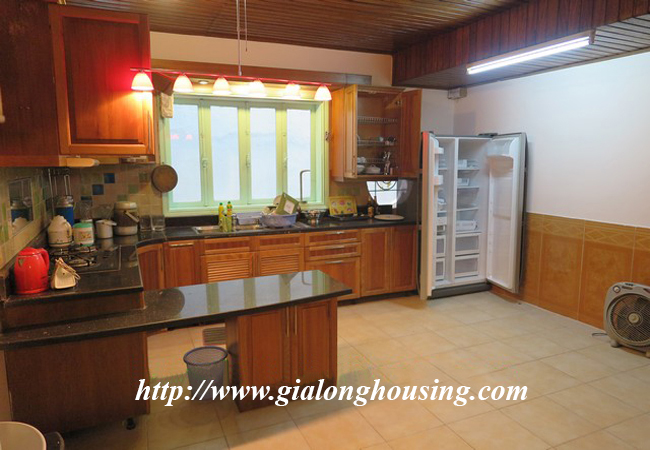 Garden house with 2,5 floor for rent in Doi Can 12