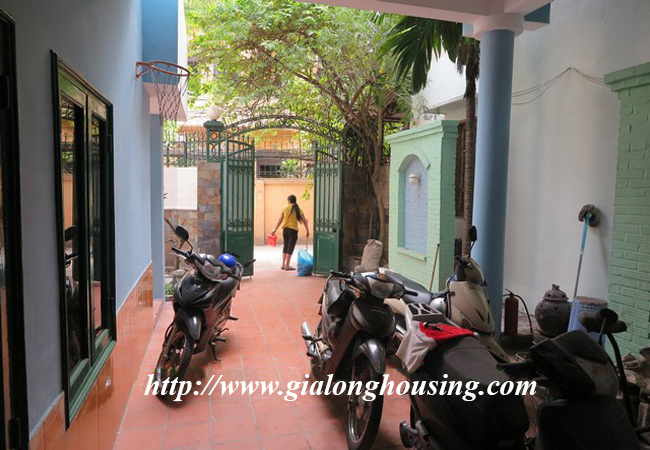 Garden house with 2,5 floor for rent in Doi Can 7