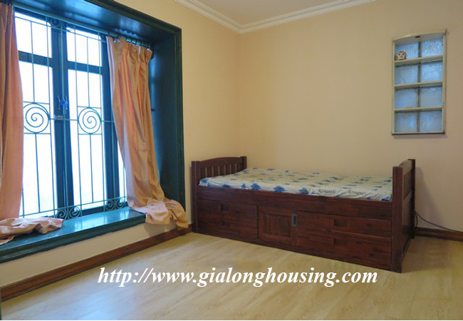 Garden house with 2,5 floor for rent in Doi Can 5