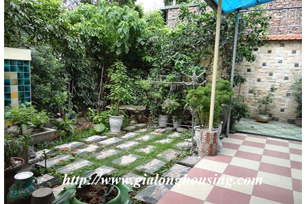 Nice house with garden in Hoang Hoa Tham, Ba Dinh district 1