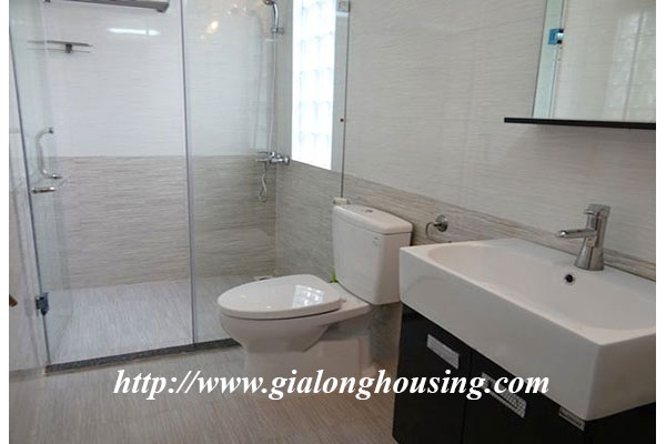 Nice house with garden in Hoang Hoa Tham, Ba Dinh district 12