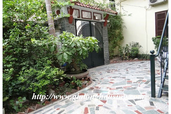 Nice house with garden in Hoang Hoa Tham, Ba Dinh district 3