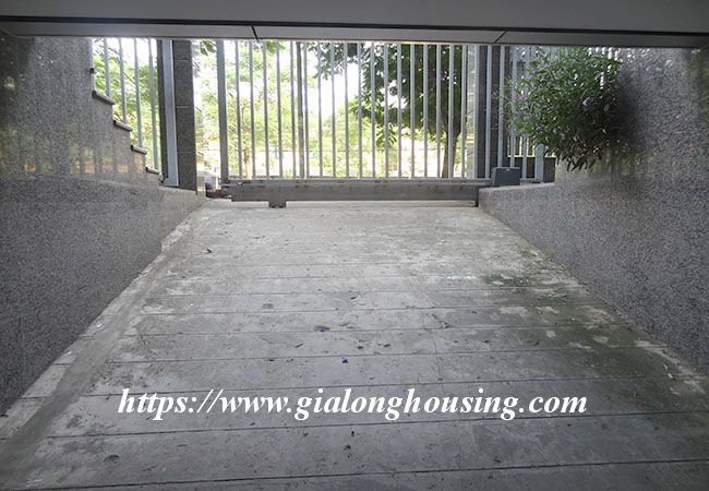 Big house for rent in Lac Long Quan, no furniture 10