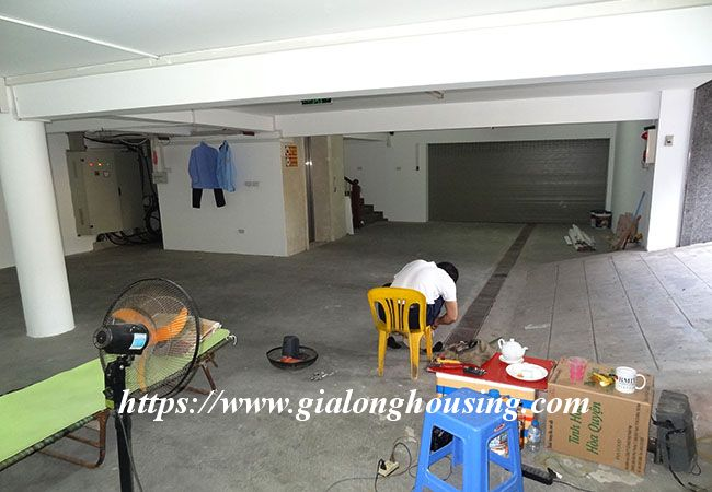 Big house for rent in Lac Long Quan, no furniture 12