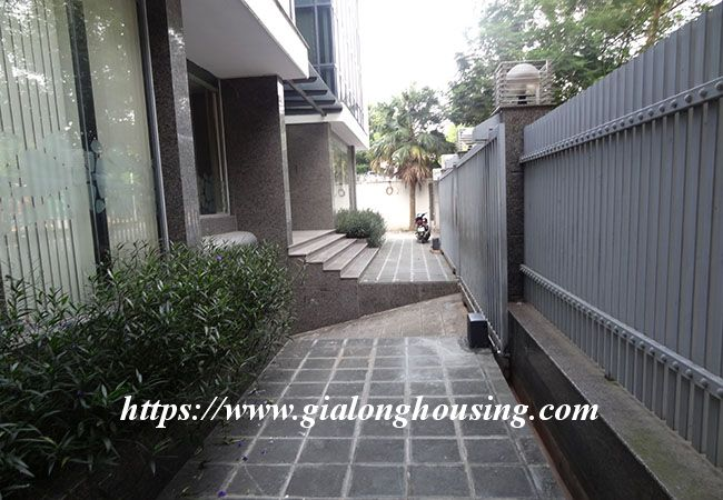Big house for rent in Lac Long Quan, no furniture 3