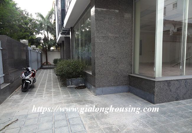 Big house for rent in Lac Long Quan, no furniture 6