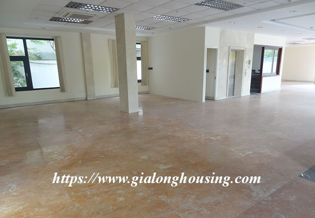 Big house for rent in Lac Long Quan, no furniture 17