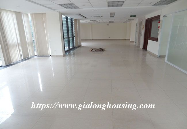 Big house for rent in Lac Long Quan, no furniture 20