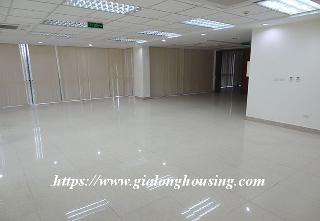 Big house for rent in Lac Long Quan, no furniture 11