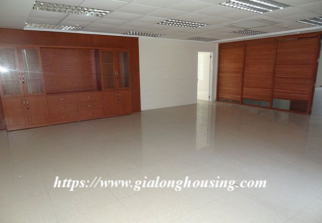 Big house for rent in Lac Long Quan, no furniture 13