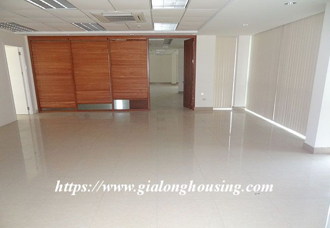 Big house for rent in Lac Long Quan, no furniture 14
