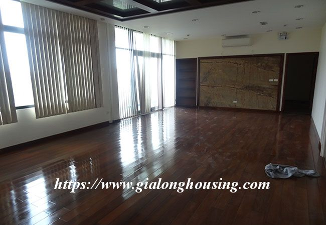 Big house for rent in Lac Long Quan, no furniture 18
