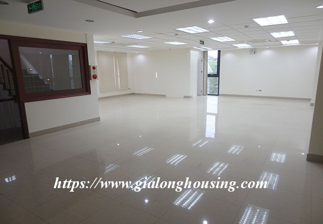Big house for rent in Lac Long Quan, no furniture 7