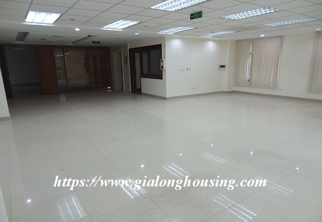 Big house for rent in Lac Long Quan, no furniture 8