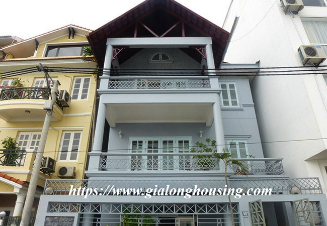 Unfurnished lake front house for rent in Tay Ho 1