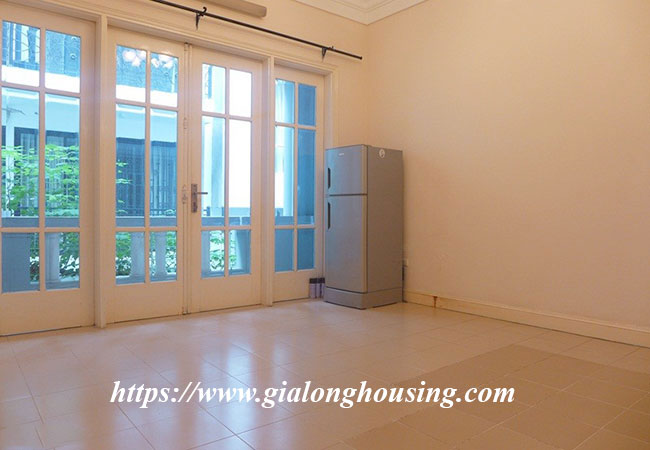 Unfurnished lake front house for rent in Tay Ho 10