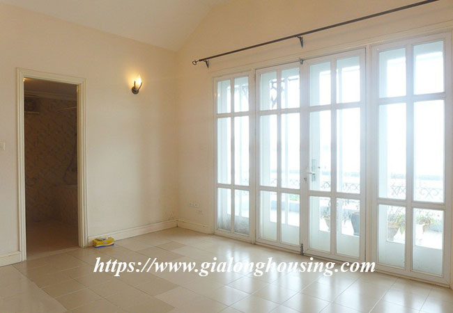 Unfurnished lake front house for rent in Tay Ho 11