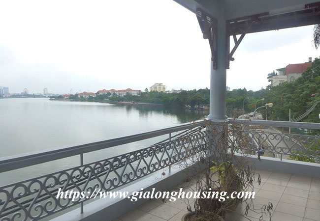 Unfurnished lake front house for rent in Tay Ho 12