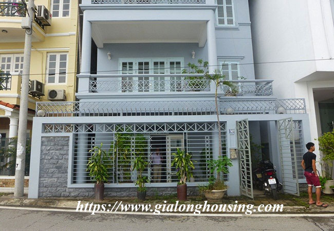 Unfurnished lake front house for rent in Tay Ho 2