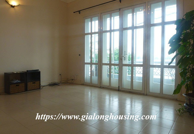 Unfurnished lake front house for rent in Tay Ho 7