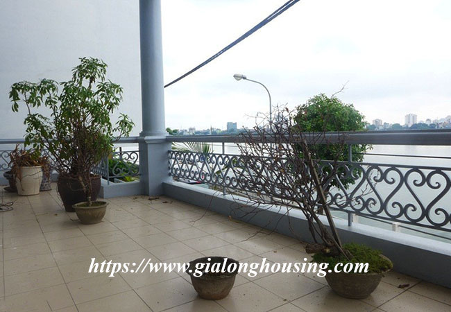 Unfurnished lake front house for rent in Tay Ho 8