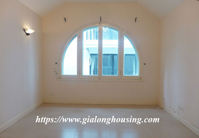 Unfurnished lake front house for rent in Tay Ho 17