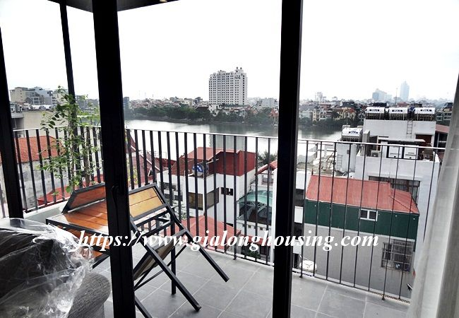 Lake view apartment for rent in 31 Xuan Dieu 5