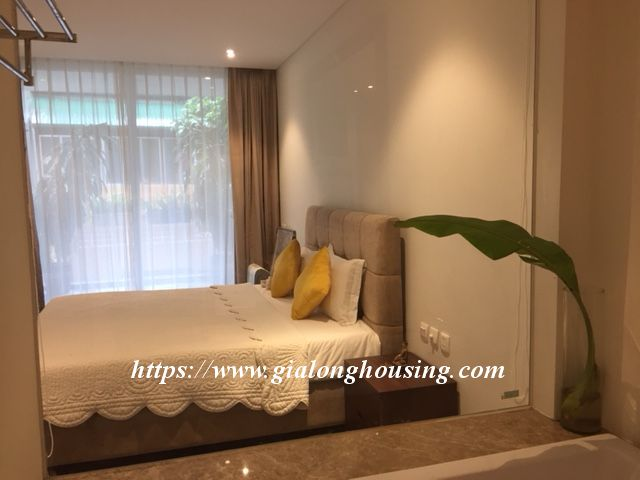 Lake view apartment in Quang An for rent 10
