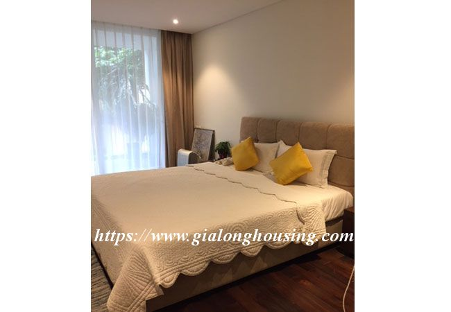 Lake view apartment in Quang An for rent 11