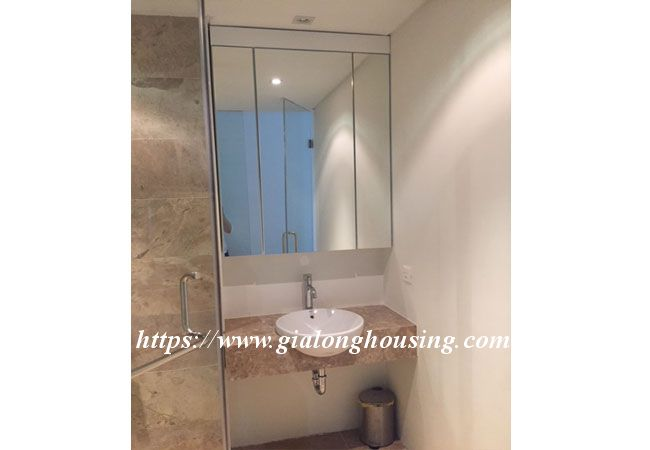 Lake view apartment in Quang An for rent 17