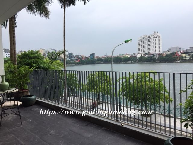 Lake view apartment in Quang An for rent 19