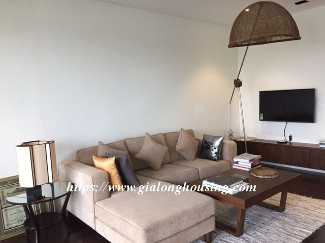 Lake view apartment in Quang An for rent 2