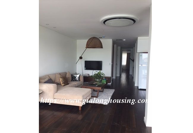 Lake view apartment in Quang An for rent 3