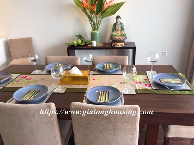 Lake view apartment in Quang An for rent 4