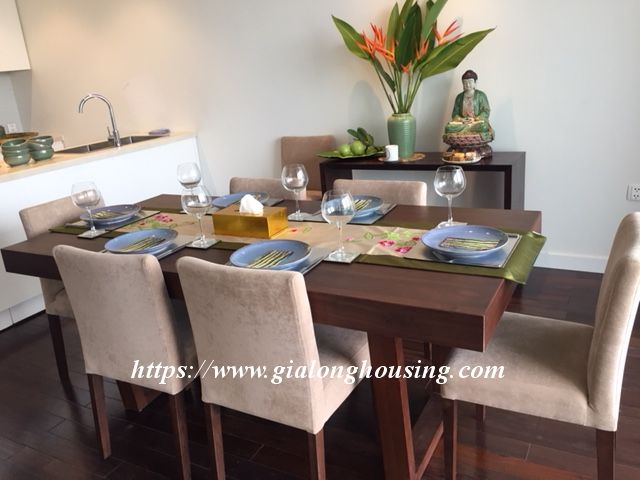 Lake view apartment in Quang An for rent 5