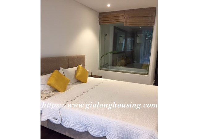 Lake view apartment in Quang An for rent 7