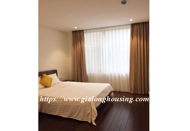 Lake view apartment in Quang An for rent 8