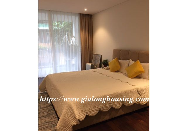 Lake view apartment in Quang An for rent 9