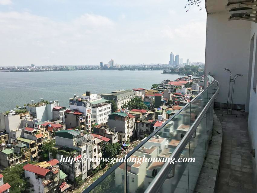 Lake view high floor apartment in Golden Westlake 14