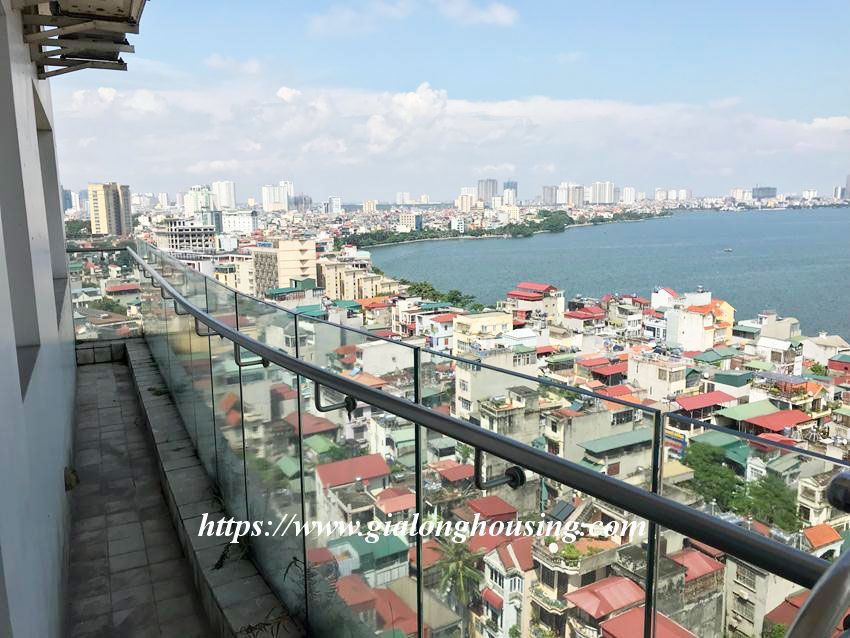 Lake view high floor apartment in Golden Westlake 16