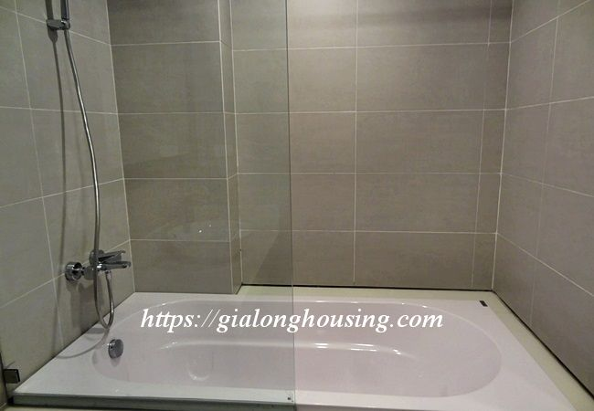 Studio apartment with bathtub in Tay Ho street 7